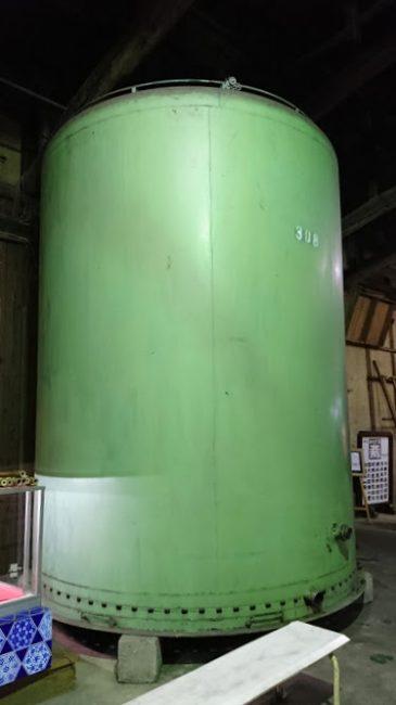 大きなタンク 木の樽じゃないところがかえって新鮮