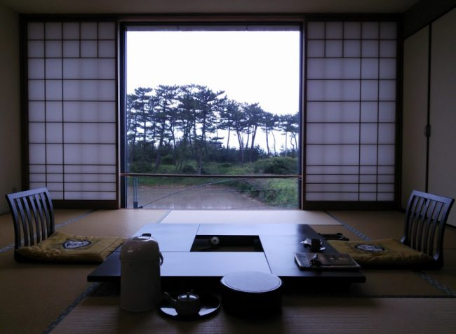 壁一面が大きな窓