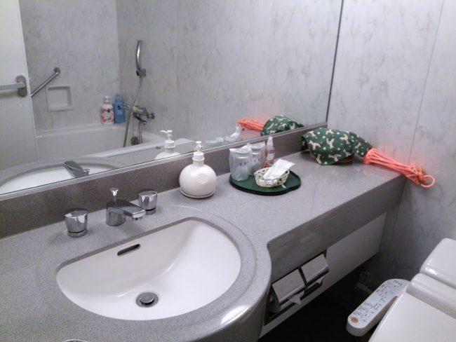広いほうの部屋のバスルーム
