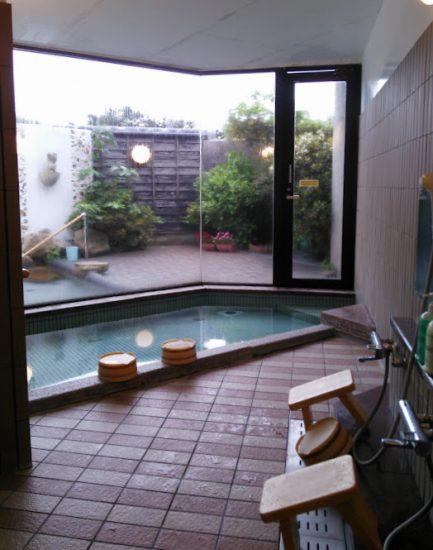 露天風呂もあるのでお湯にはゆっくり浸かれます