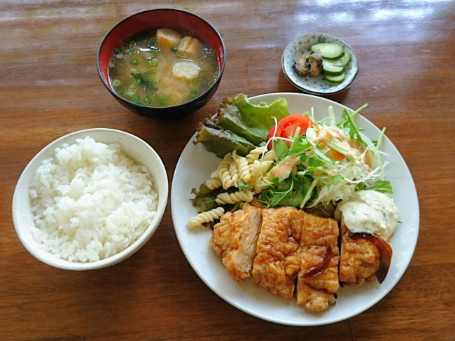 チキン南蛮定食 780円 鶏は一枚肉です