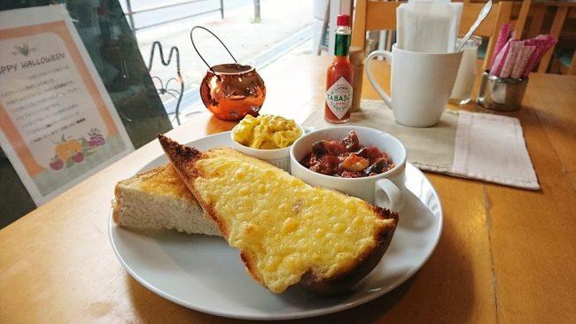 ラタトゥイユセットはトーストの半分がチーズトースト