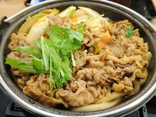 ほんのり黄色い「牛すき鍋膳」という雰囲気の「なにわ牛カレー鍋膳
